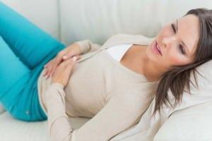 Dismenorrea. Dolore mestruale cronico della dismenorrea e familiarità alla dismenorrea. Dismenorrea, giovani donne e negazione del dolore. Le conseguenze rischiose della dismenorrea. Fattori di rischio.