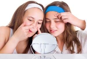 Numeri dell'acne. La diffusione dell'acne per genere ed età. L'acne dall'adolescenza alla maturità e il mercato dei farmaci per l'acne.