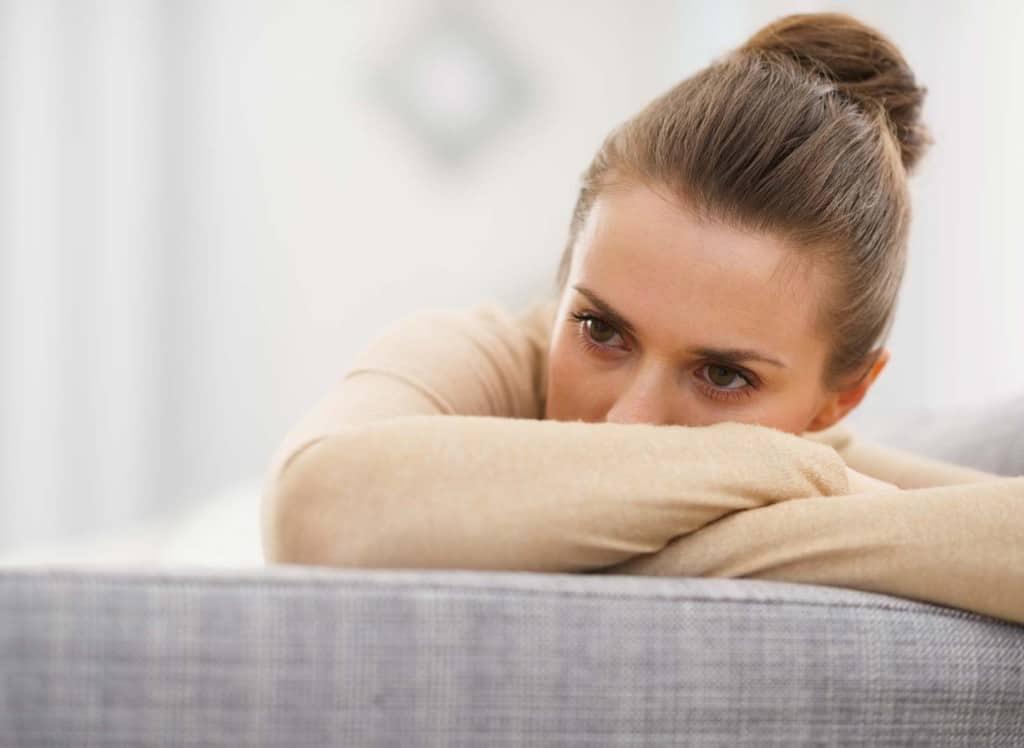 Il legame tra depressione e infertilità è molto forte. Gli effetti di depressione e infertilità non riguardano esclusivamente la donna; il malessere della donna infertile coinvolge spesso anche il partner. Per affrontare depressione e infertilità è bene dunque affidarsi a uno psicologo e praticare attività rilassanti come lo yoga e la meditazione.