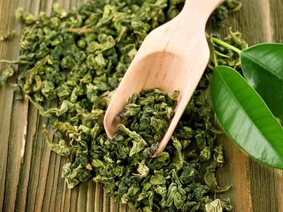 Il tè verde è un potente antiossidante e i benefici del tè verde, scoperti migliaia di anni fa in Giappone, sono ormai noti anche in Occidente. I benefici del tè verde sono dovuti principalmente all'abbondante concentrazione di catechine, che potenziano le difese antiossidanti.