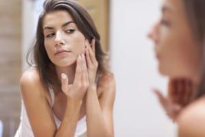 acne-tardiva-le-cause