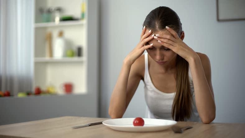 Adolescente con disturbi dell'alimentazione